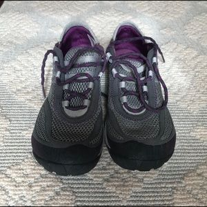 LIKE NEW Merrell Sneakers